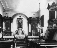 14_Alte Innenansicht der St. Nikolauskapelle vor dem Umbau, mit Kanzel auf der rechten Seite.