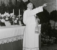 16_Pfarrer P. Franz Lutz bei der Predigt